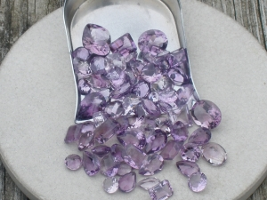 over 50 carats of loose natural amethyst gem mix