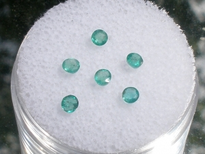 6 round natural colombian green emerald gems 2.5mm each