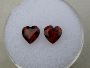 Garnet heart gem pair 6mm