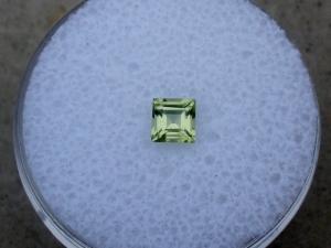 Peridot square loose gem 4mm