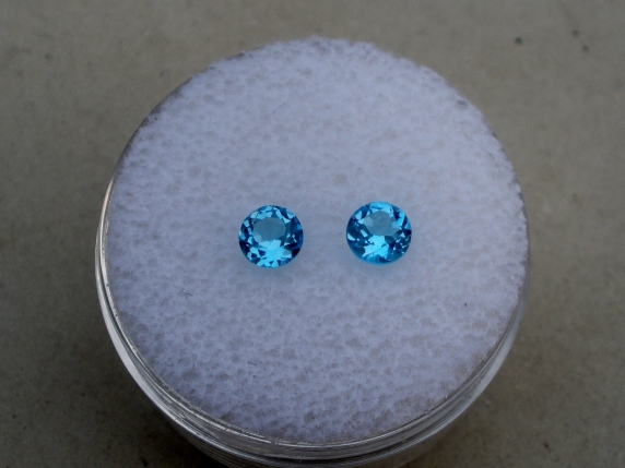 Swiss blue topaz round gem pair 4mm each