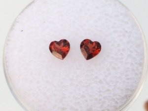Garnet heart gem pair 4mm