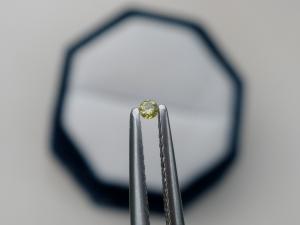 Yellow diamond loose round 1.5mm