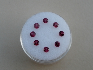 8 Garnet round gems 8mm